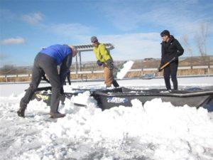 shoveling 004 (Medium)